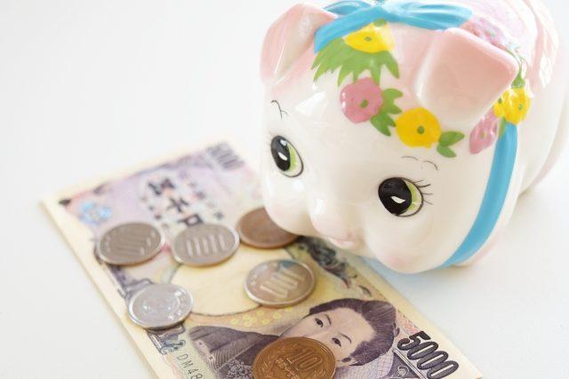 豚の貯金箱と現金