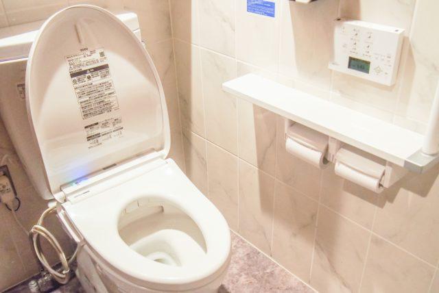 コンビニバイトの勤務中にトイレに行くことは可能?トイレのタイミングについて